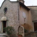 Chiesa con lastre dedicate ai caduti delle due guerre mondiali