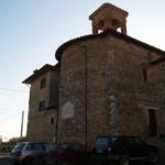 Abside della chiesa con lapide di S. Martino dei Colli