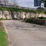Strada che conduce al ponte