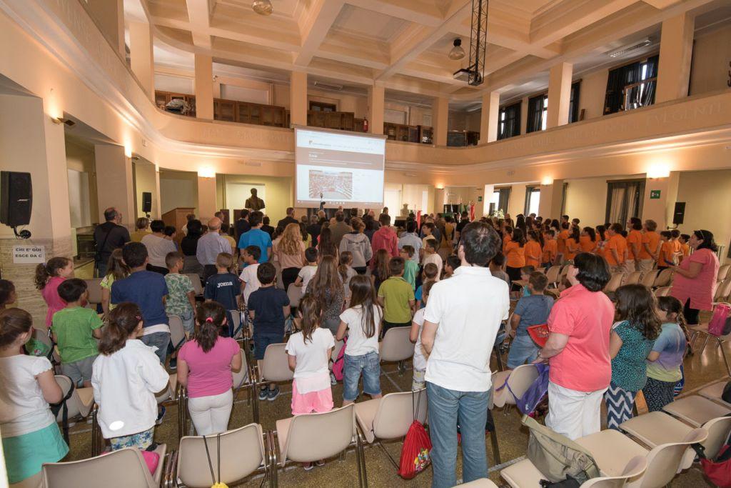 Esploratori della Memoria Liguria - In piedi si canta l'Inno di Mameli