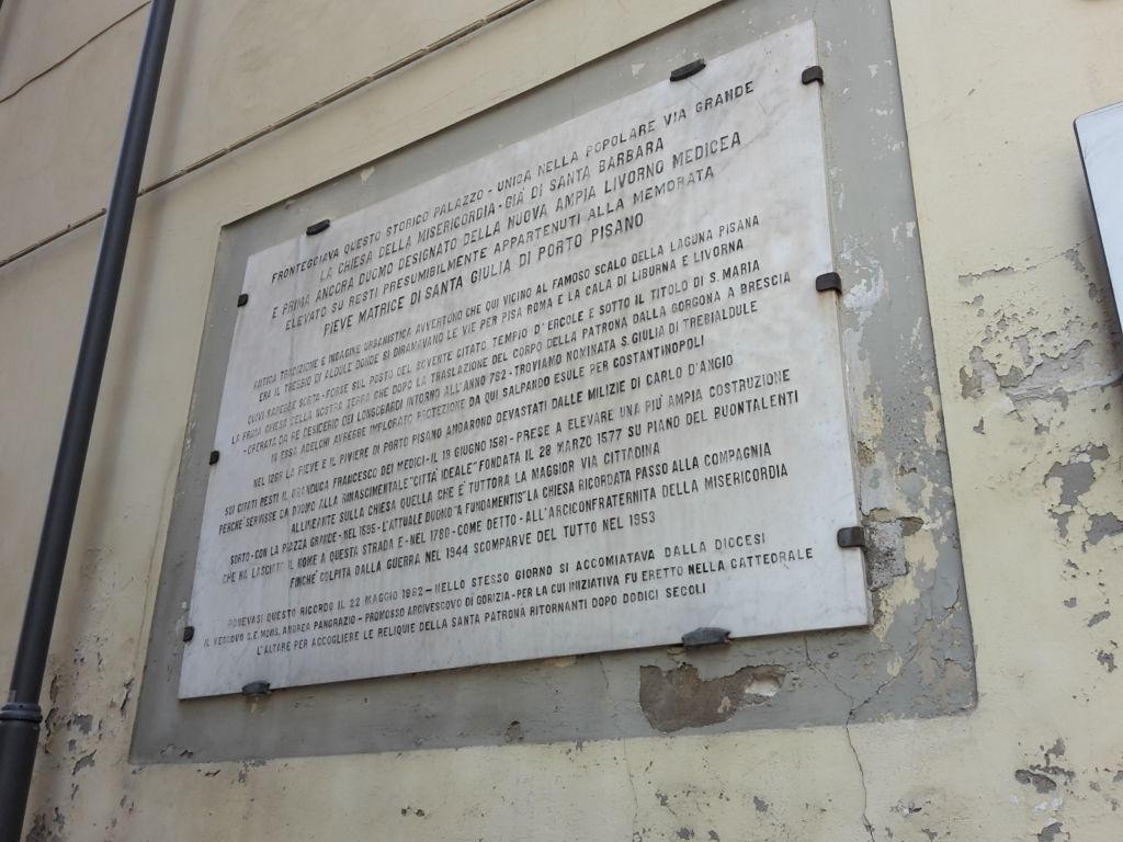 Lastra a ricordo bombardamento chiesa Santa Barbara - Livorno