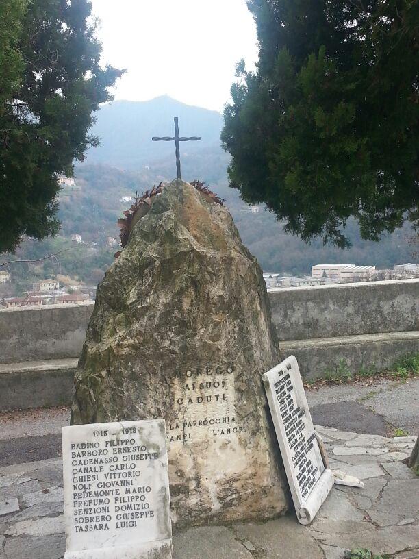 Monumento in pietra in onore dei Caduti di Morego a Genova