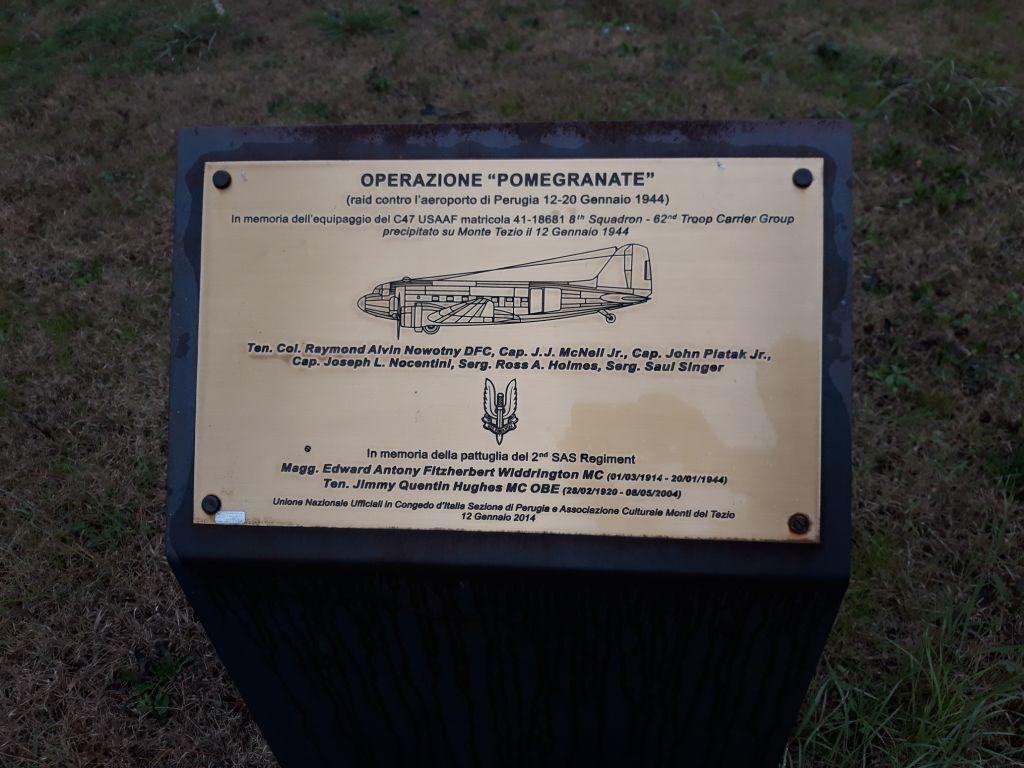 Lastra ricordo incidente C-47 caduto sul monte Tezio
