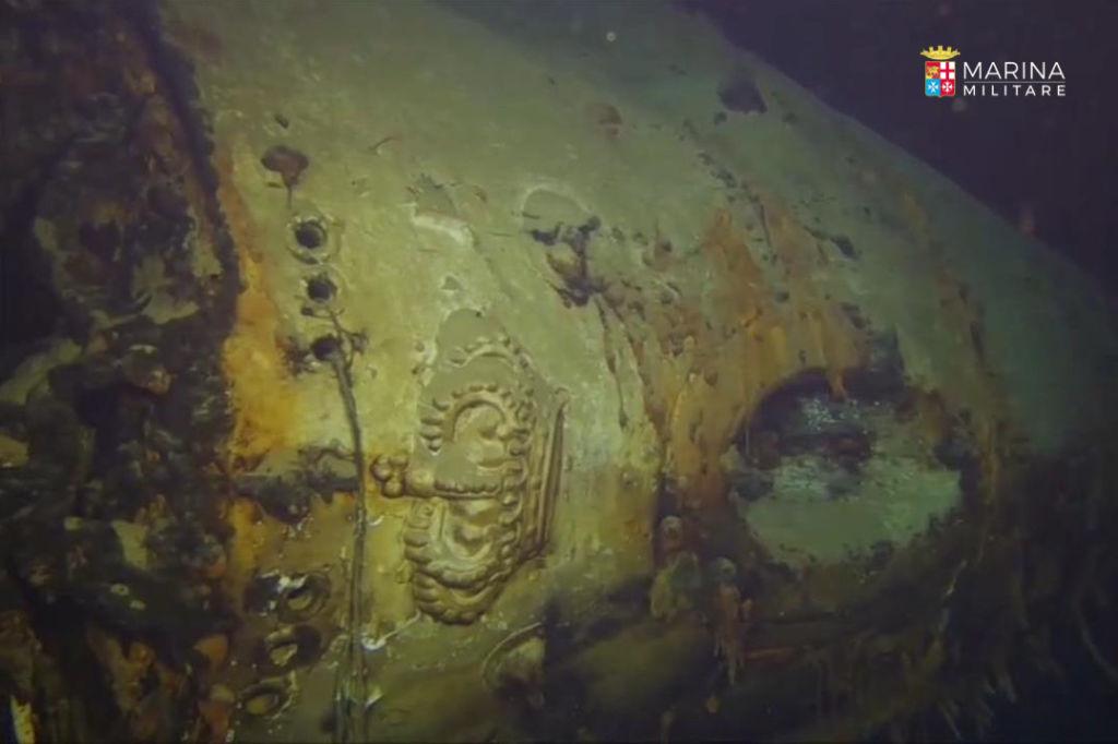 corona di poppa - marina militare incrociatore