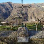 croce posta a destra della chiesa